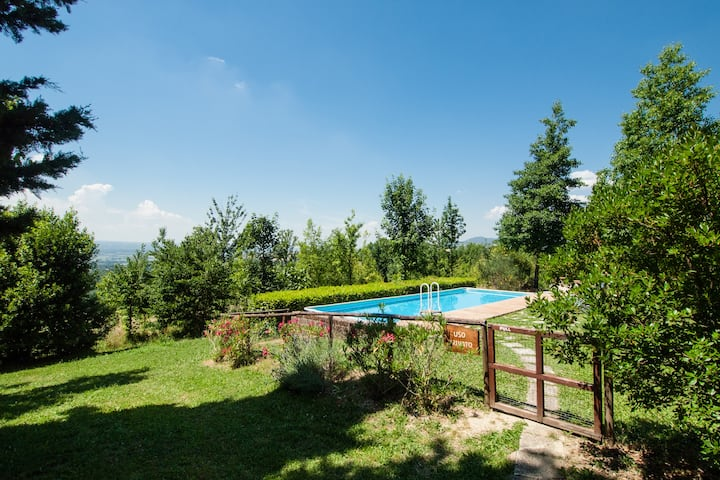 Umbrian country house with panoramic views.