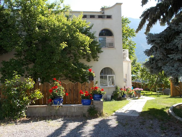 Jade Valley Guest House - Lillooet - Appartement
