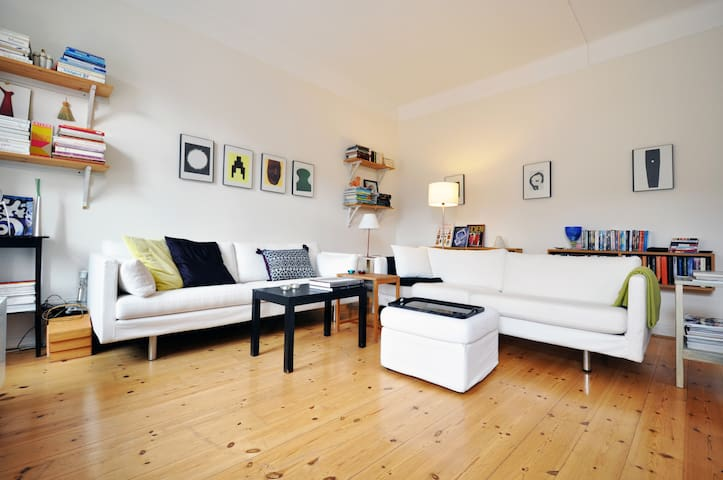 Central, cosy and quiet room (S) - Stockholm - Apartment