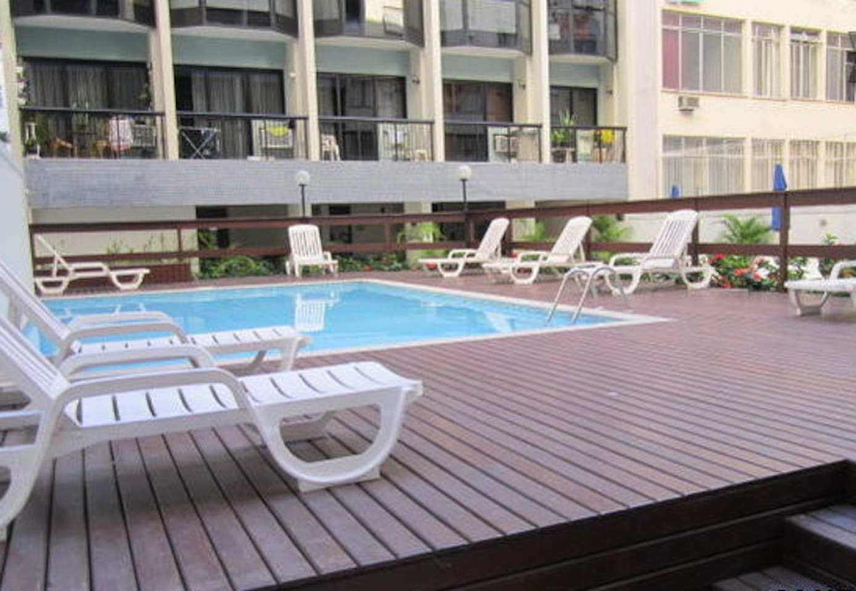 Área interna do condomínio Grand Bay - piscina, sauna, academia de ginástica