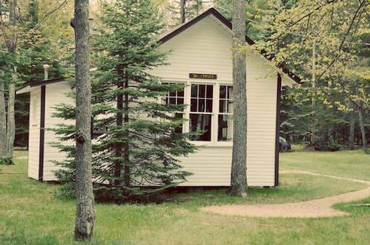 "Cozy ""Spruce"" Lakefront Cabin in Eagle River, WI - Eagle River - Srub"