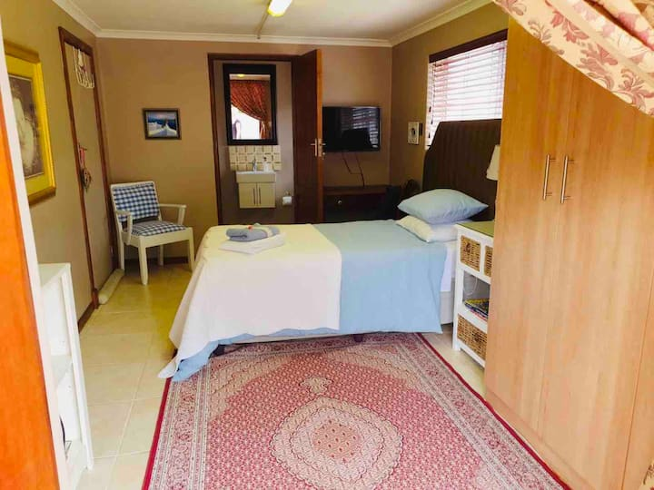 Private  room with ensuite, wi-fi and parking
