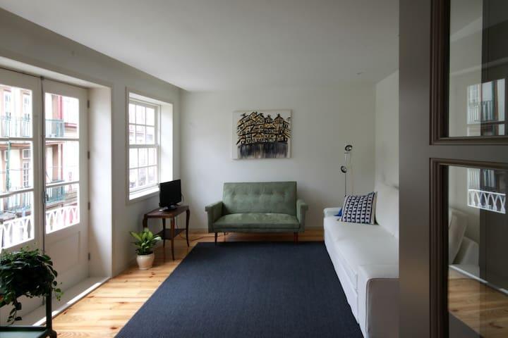 Sala de estar, com sofá-cama   Living room, with day bed