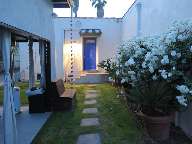 Medium Private Room in WeHo House w/ Pool