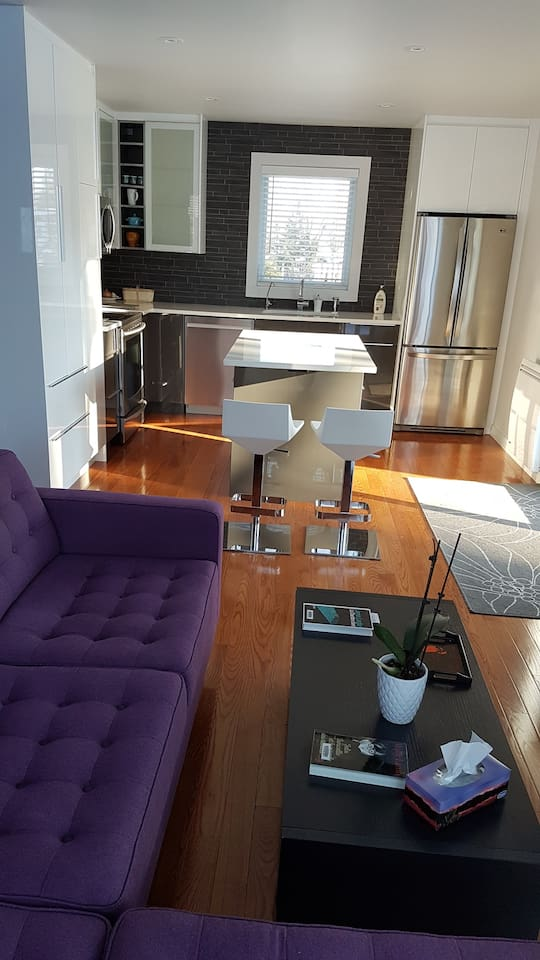 Salon, et cuisine, living room and kitchen