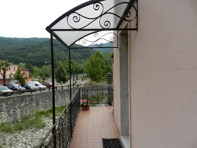 APARTMENT 50m2 in CABELLA downtown - Cabella Ligure - Byt