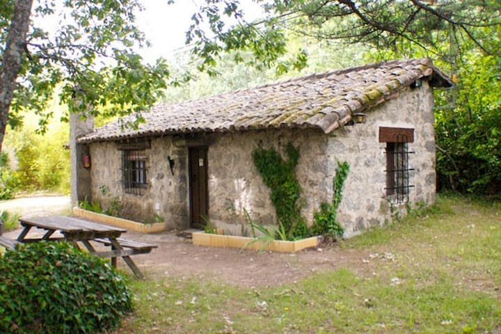 Stone house in nature (4 pax) - Arenas de San Pedro - 小屋
