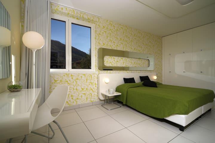 Superior 1 bed design apart con grande terrazza