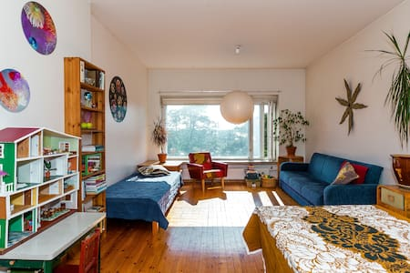 A central 3 room + kitchen flat by the sea
