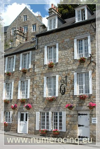 Numero CINQ B&B, Medieval Domfront - Domfront - Bed & Breakfast
