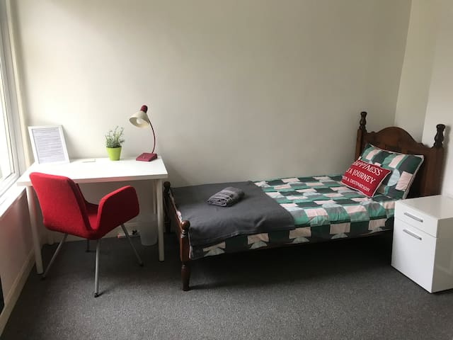 Brand New Private Cosy Room - 5mins walk to Center