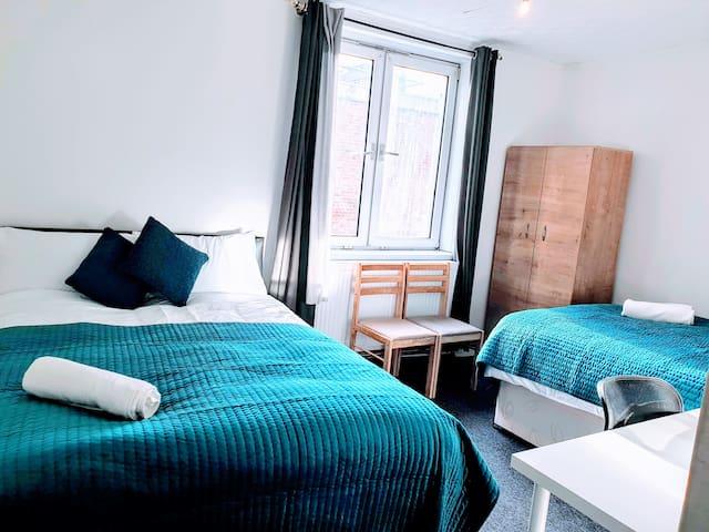 Private Quadruple Bedroom in Euston