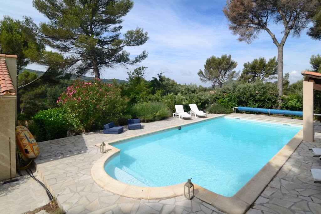 Between aix en provence marseille with piscine villas for Piscine miroir aix en provence