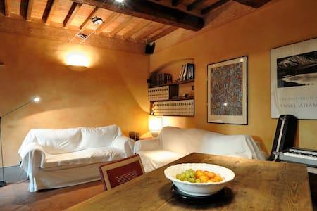 Apartment in 15th century building - Arezzo - Apartment