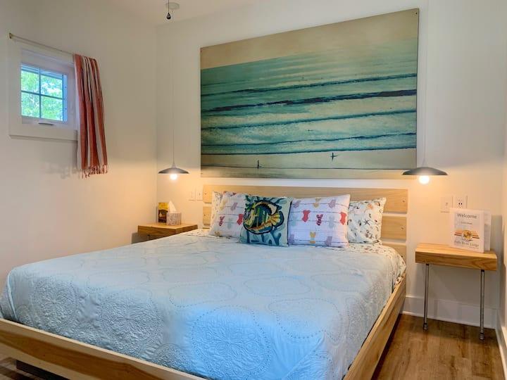 Folly River Lodge: King Studio 4 Apartment & Pool