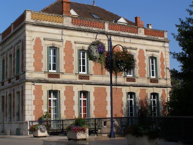Les Balcons de la Seugne/La Rivière - POns - Bed & Breakfast