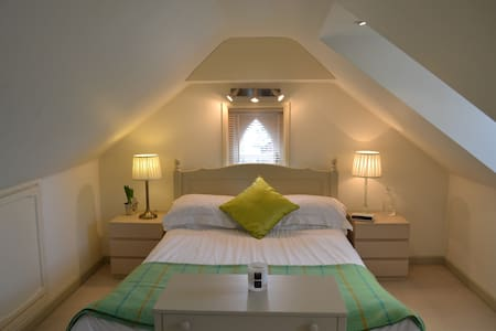 Private top floor of family house, large bedroom & bathroom at £70. Children particularly welcome. In the heart of the South downs National Park, ideal location for walkers and cyclists. Fantastic village pub. Cycle storage and off street parking. Relax and unwind...