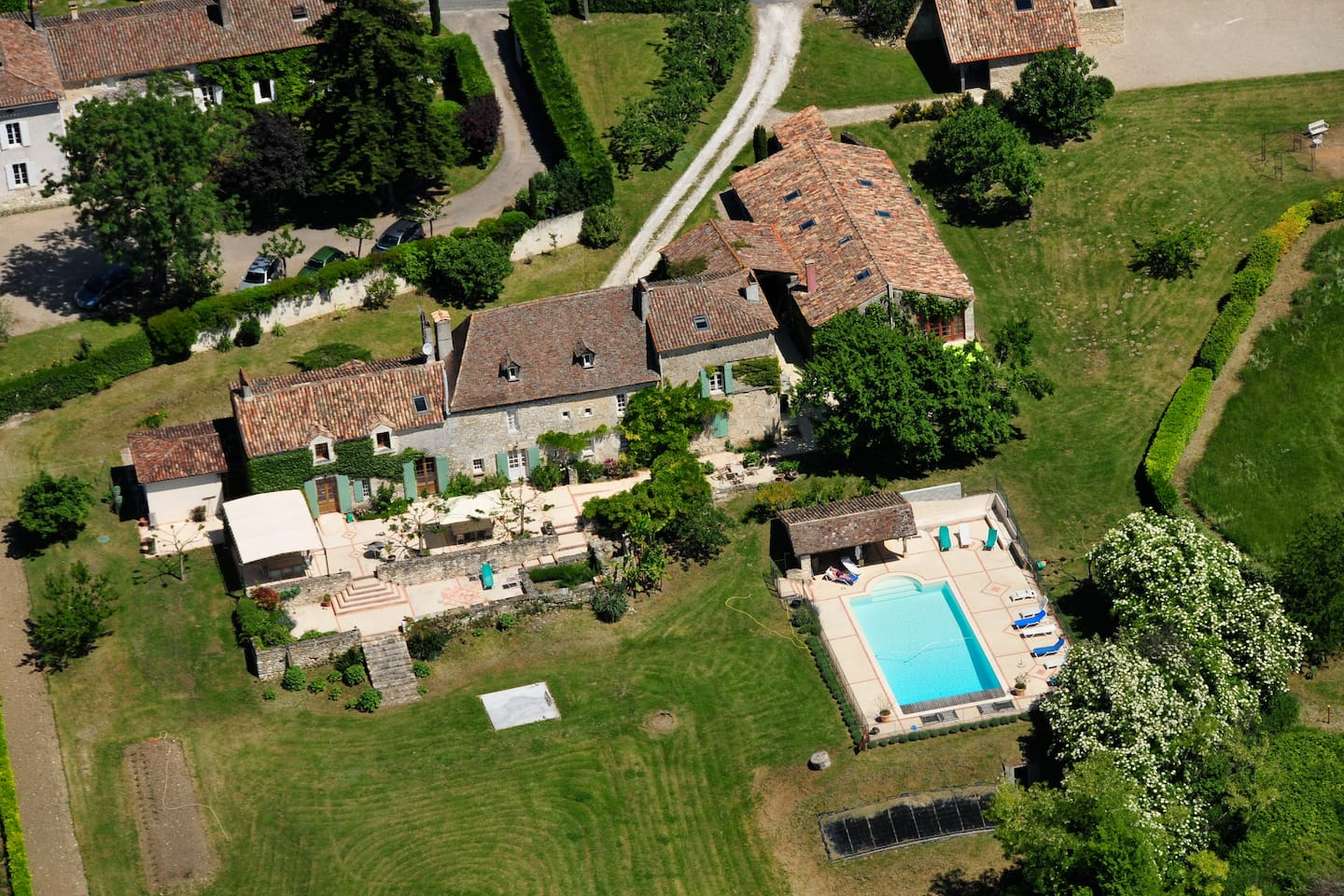 arial view of Bastide with pool