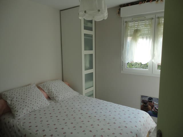 Chambre charmante chez l'habitant - Fréjus - Bed & Breakfast