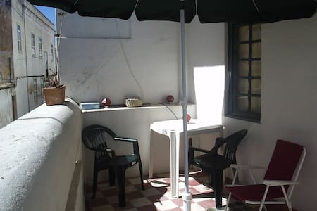 Chambre avec terrace ( balcony) privé (privative) - Far