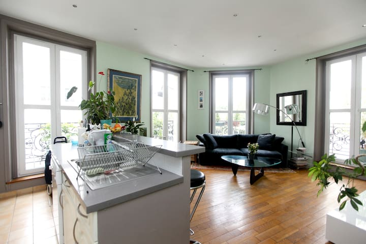 Room with balcony+private bathroom in the MARAIS