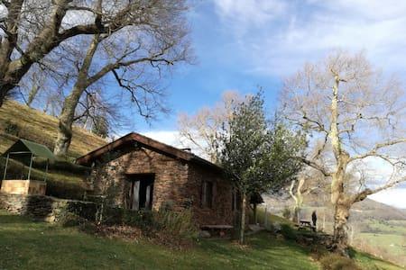 Le kayolar ou la petite maison dans la prairie....