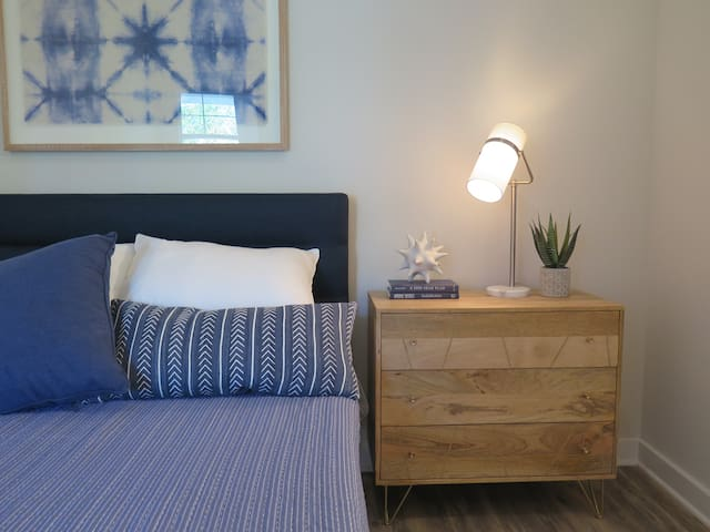 Crips, comfortable linens await you in this full bed! Stash your clothes in the bedside dresser or closet.