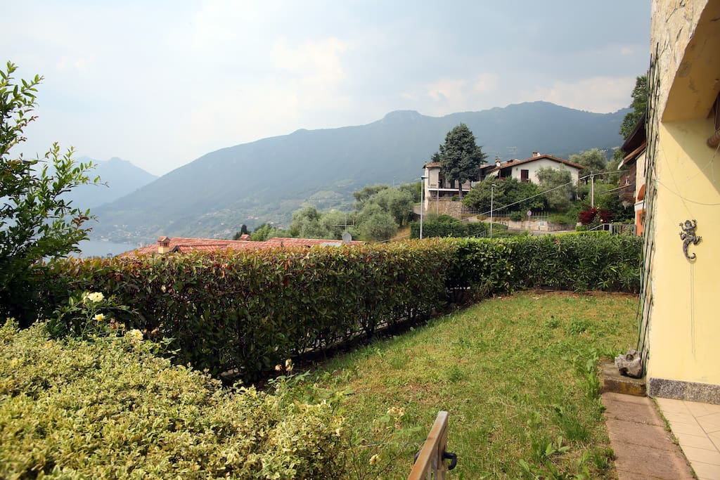 Iseo lake flat with private garden