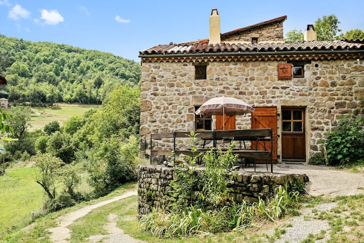 House with 2 bedrooms in Saint-Basile, with wonderful mountain view and furnished garden