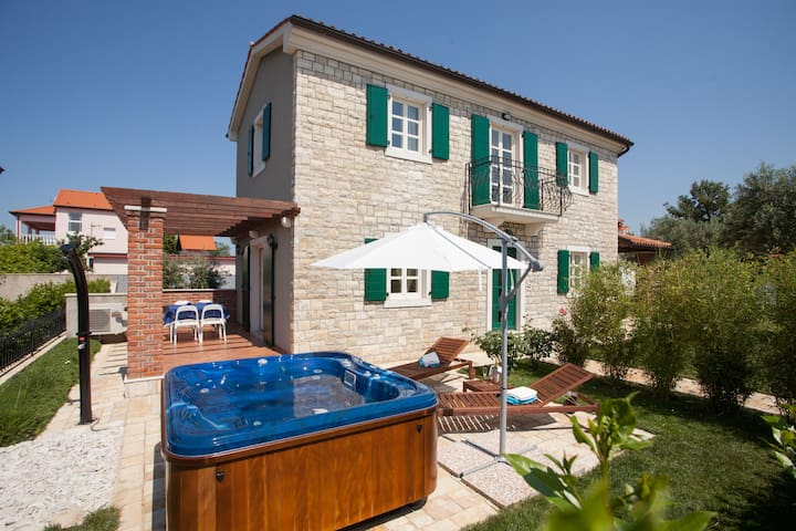 Summer Villa with big Hot tube - Poreč - Huis
