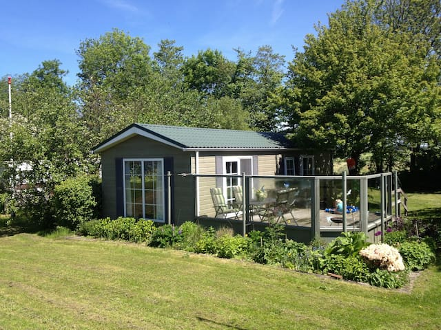 Charmant chalet direct aan meer, FR - Nes