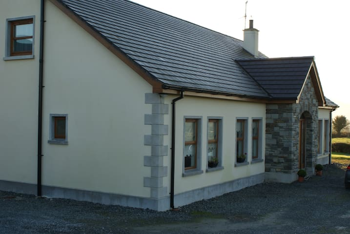 Modern Bungalow with views of the Mournes - Newry and Mourne - Dom