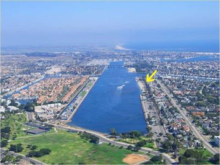 Right on the sand in Belmont Shore on MARINE STADIUM the water capital of LA-ski, wakeboard, or row! you will stay here!