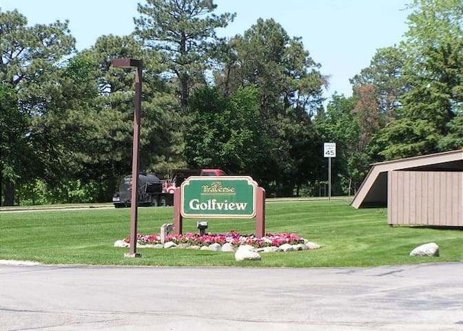 Golfview sign to look for when arriving