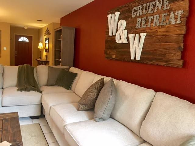 W&W GRUENE RETREAT VACATION RENTAL - New Braunfels - Talo