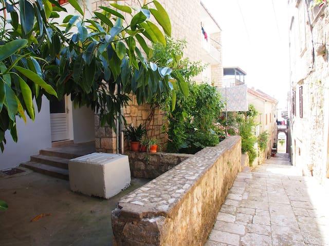 Lovely Apartment in historic center - Korčula - Apartamento