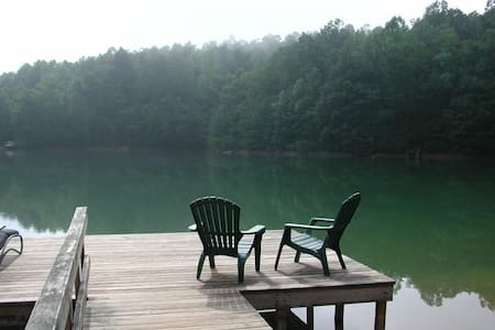 Mountaintop Cabin / Spring fed Lake - Tryon - Casa de campo