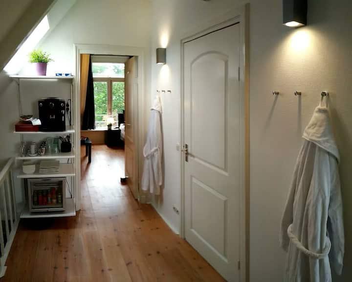 Verdieping met privébadkamer en 2 slaapkamers