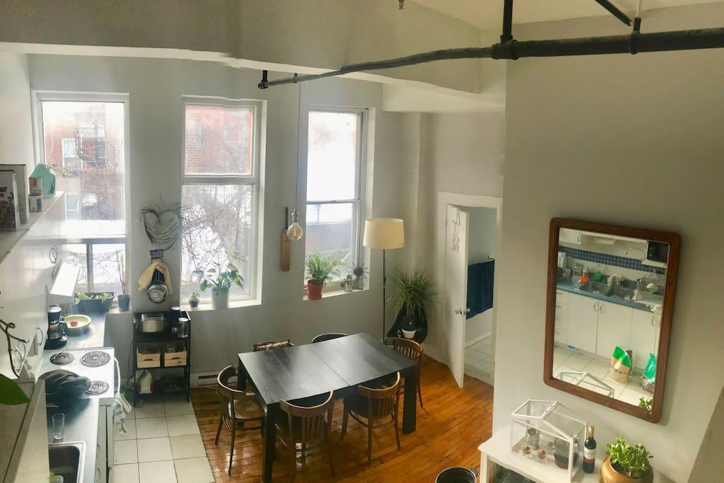 Big, bright, sunny kitchen