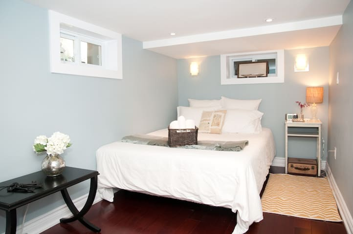Downtown West~Elegant Private Suite - Toronto - Apartament