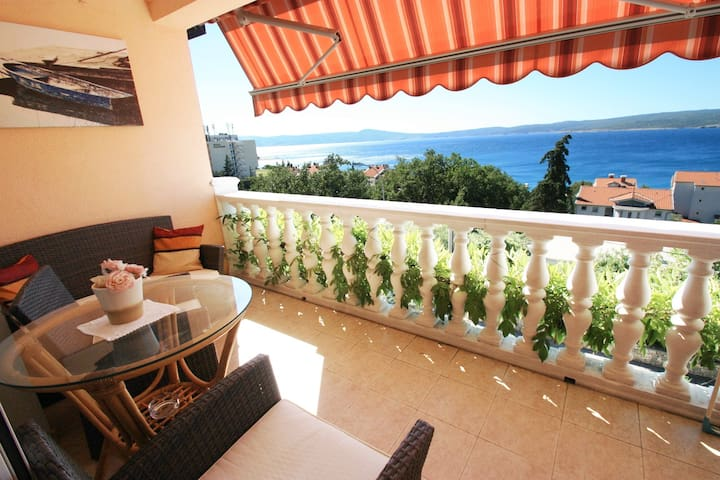 Apartment for 2-3 on the 2nd floor with sea views