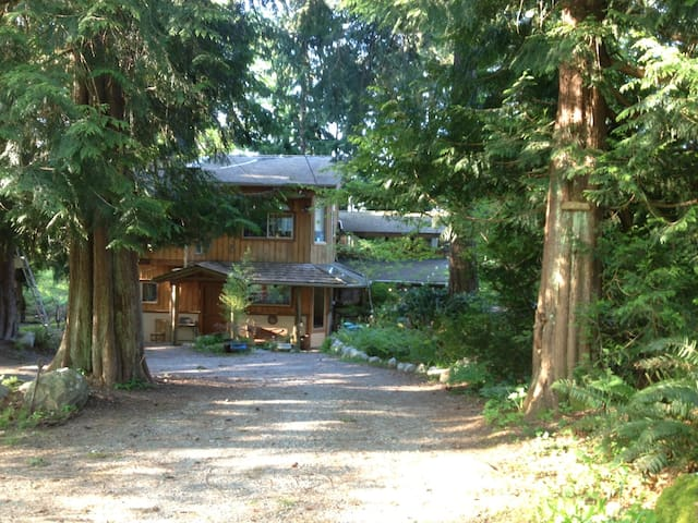 Cedar Acres Vacation Home Hideaway - Gibsons - House