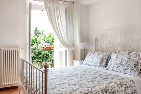 Beautiful Lake View Room with Balcony - Varenna