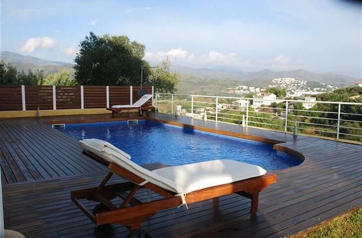 Casa con jardín interior, piscina y mucha luz - Llançà - Dom