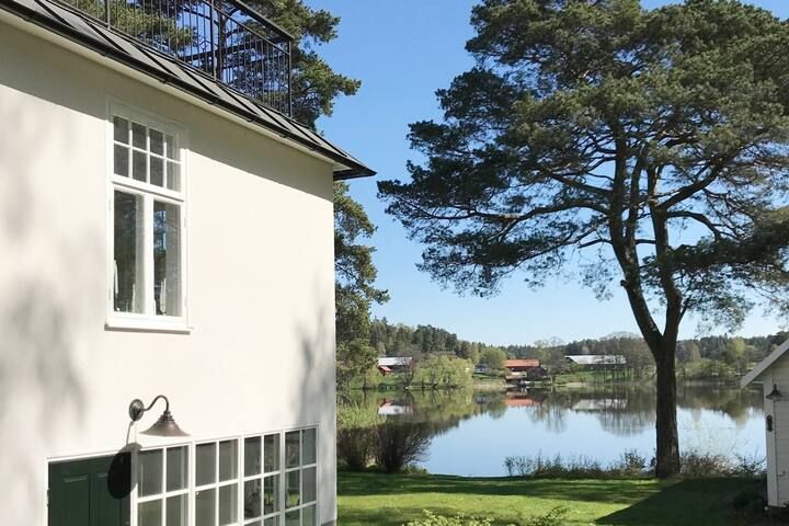 Luxury lake-side Villa, 20 min from Stockholm City