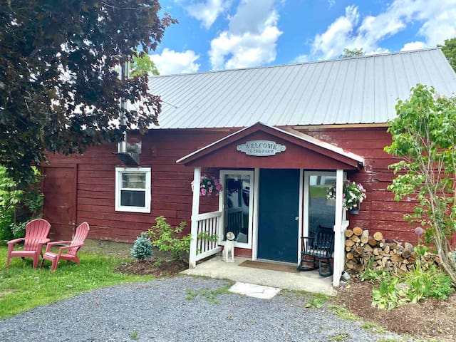 Cottage at Over & Under Farm/300 acres for rec use