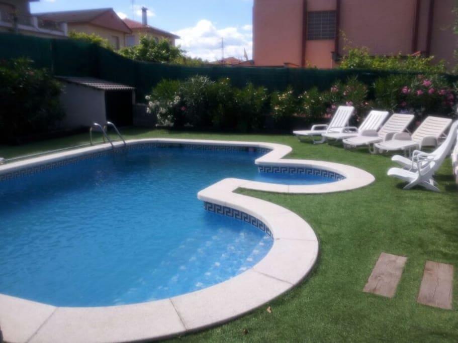 Casa con piscina a 20 39 de barcelona casas en alquiler en for Casas con piscina barcelona