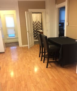 Private apartment close to fun area! - Omaha