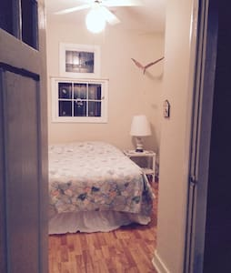 Room/Wk/Wkend/share space room only - Franklinton - 独立屋