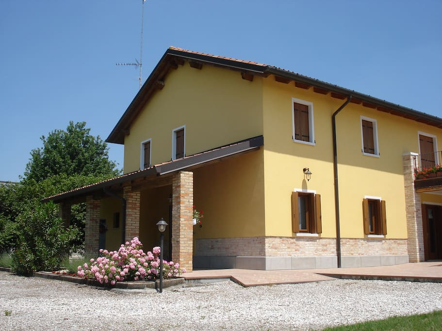 Grande appartamento con piscina in agriturismo for Case affitto palazzolo